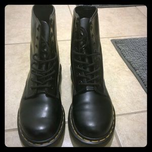 Black 8 hole Dr Marten